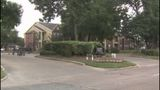 University of Houston student robbed at apartment complex, thieves on the loose