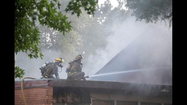 Lake Jackson Church Fire 4_1463712295636.jpg