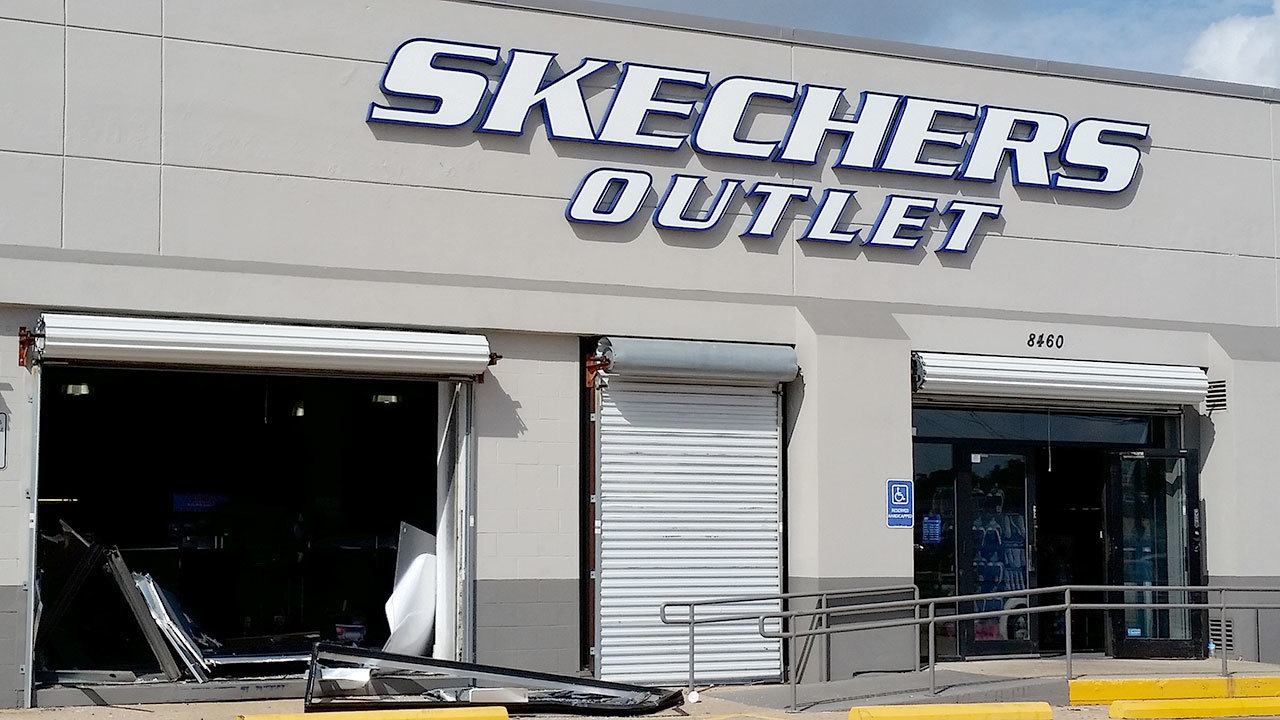 Buy products related to skechers products and see what customers say about skechers products on alinapant.ml FREE DELIVERY possible on eligible purchases.