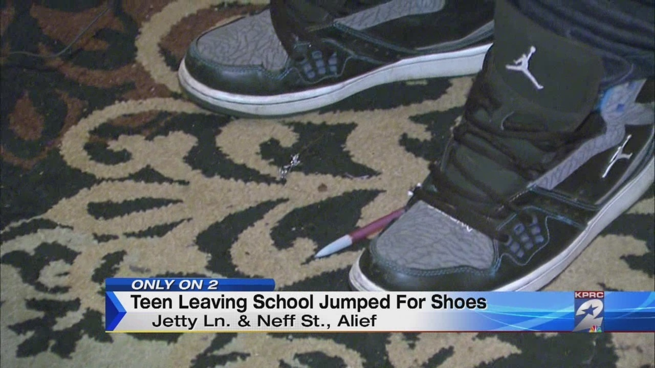 separation shoes 59553 1bc0a Teen leaving school jumped for Jordan shoes