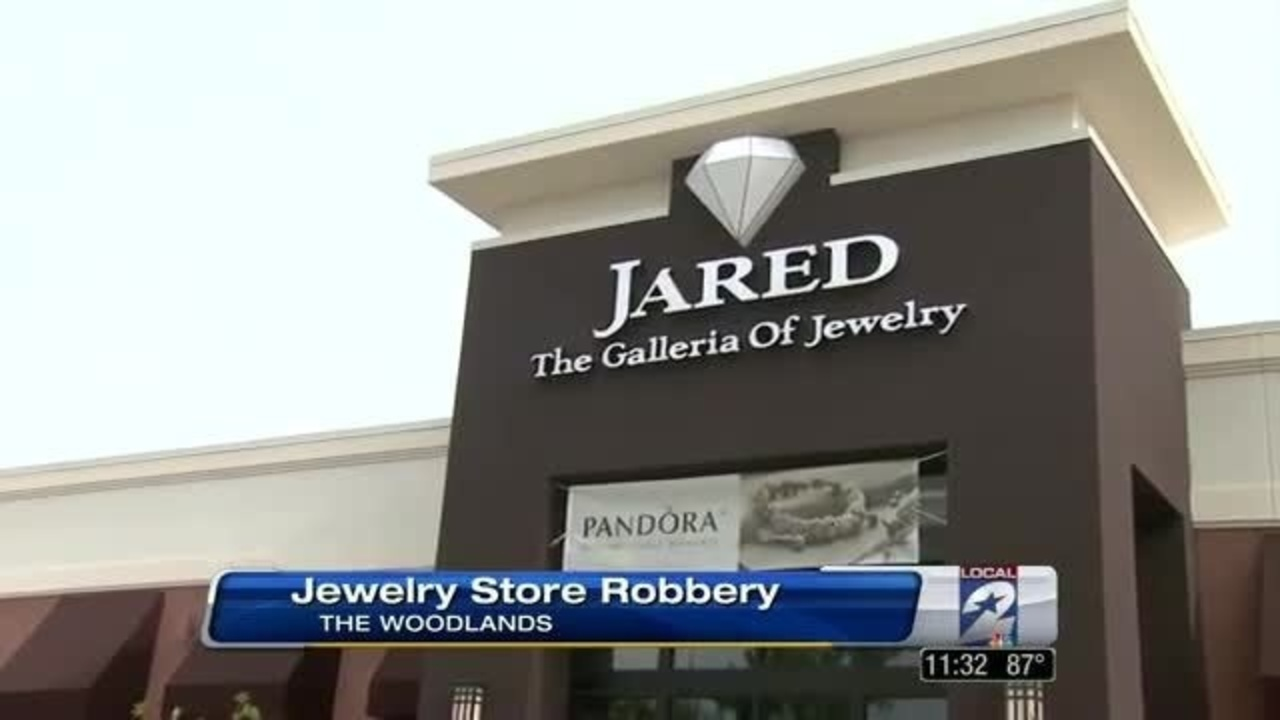 Men dressed in Hazmat suits rob Jareds Jewelry store