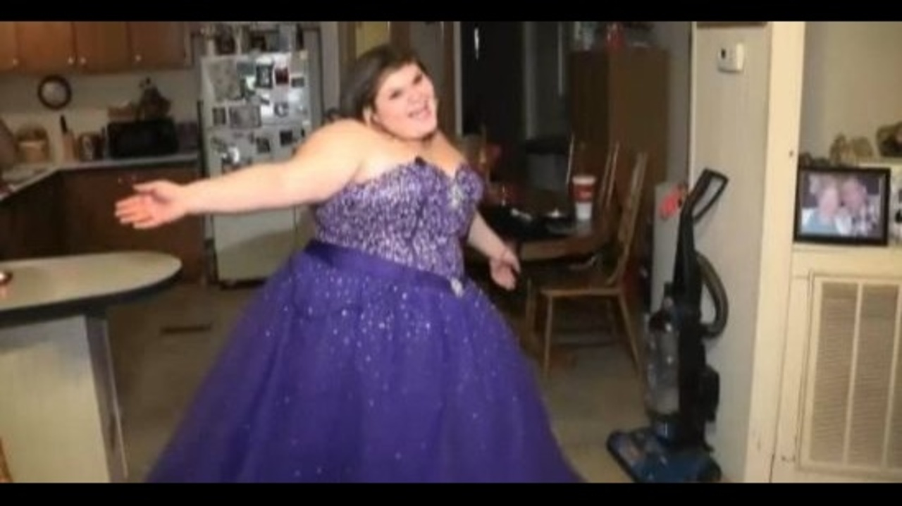 Plus-sized teen bullied on Facebook after trying to sell prom...