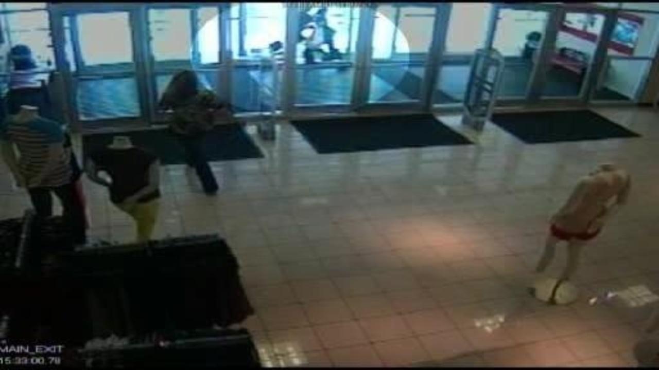 Rite Aid employee wrestles shoplifting woman in Oregon