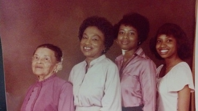 Mama Mom and Sisters_20032058