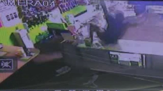 cellphone store robbery fall