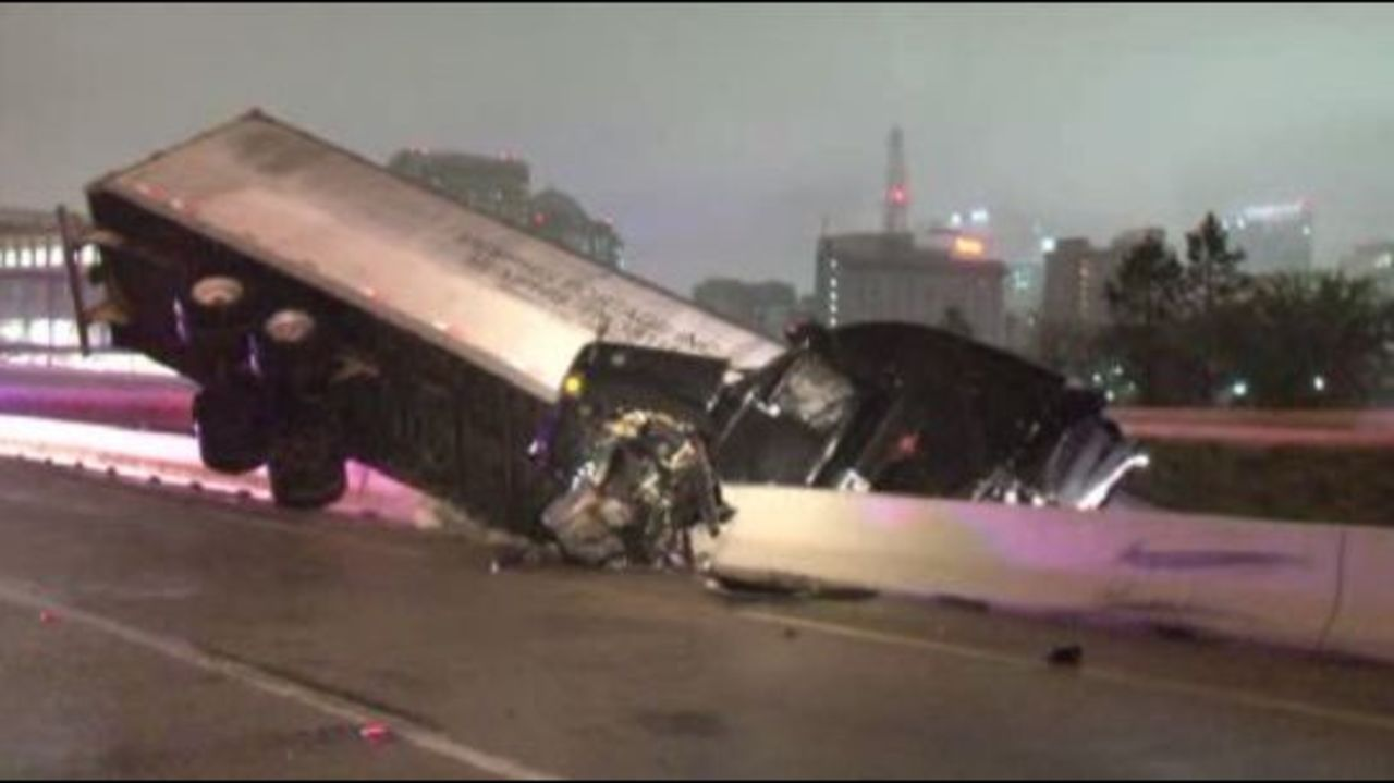 18-Wheeler Crash Closes I-10 Near I-45