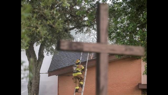 Lake Jackson Church Fire 3_1463712237585.jpg