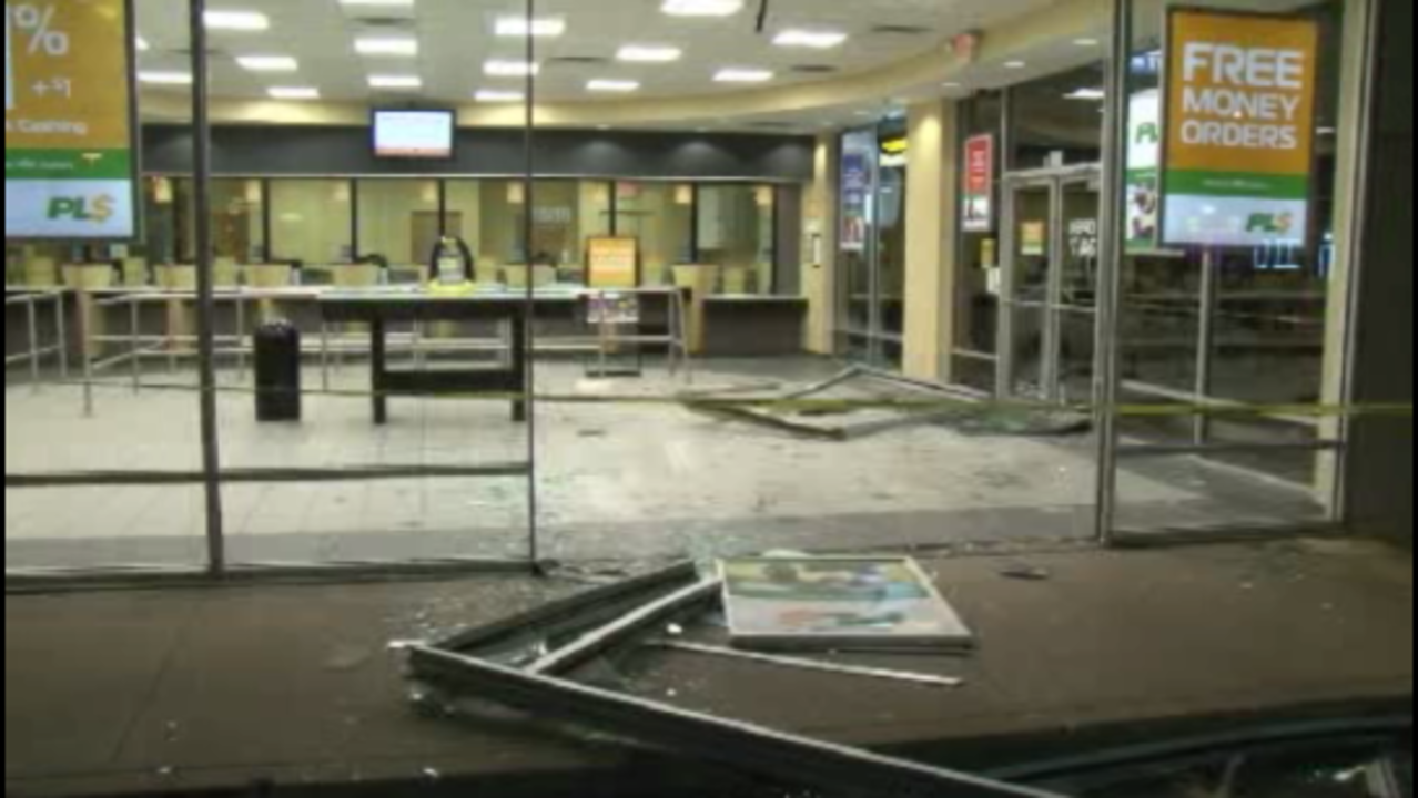 thieves steal atm from check cashing business in southeast thieves steal atm from check cashing business in southeast