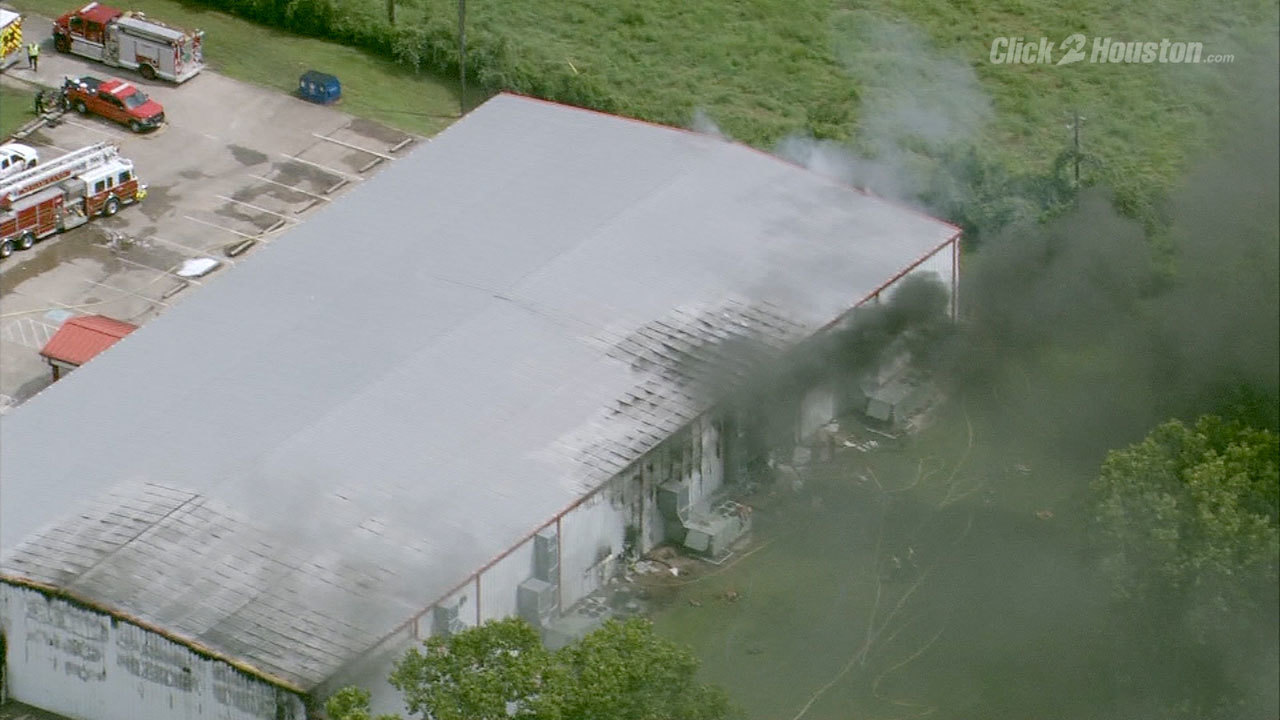 Crews battle large fire at gym near Sugar Land