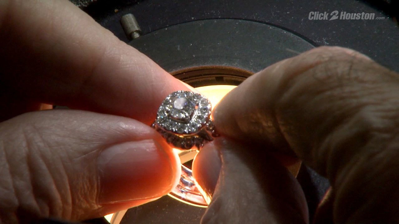 Major jewelry chain accused of swapping diamonds with fakes