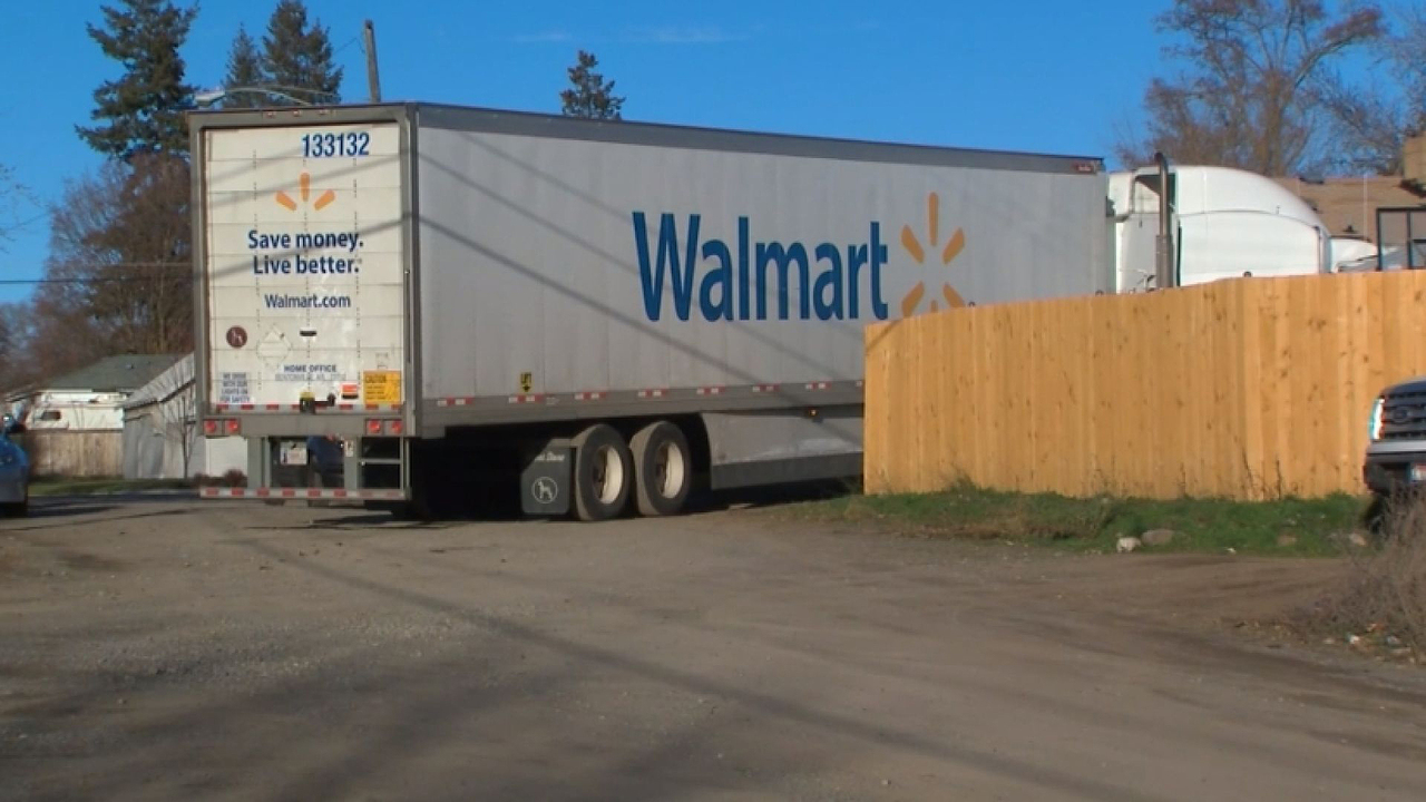 driver in stolen walmart truck leads police on chase. Black Bedroom Furniture Sets. Home Design Ideas