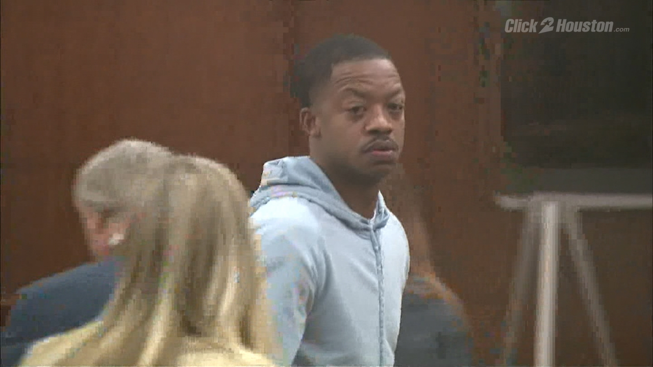Ex Rockets star Steve Francis appears in court for violating bond