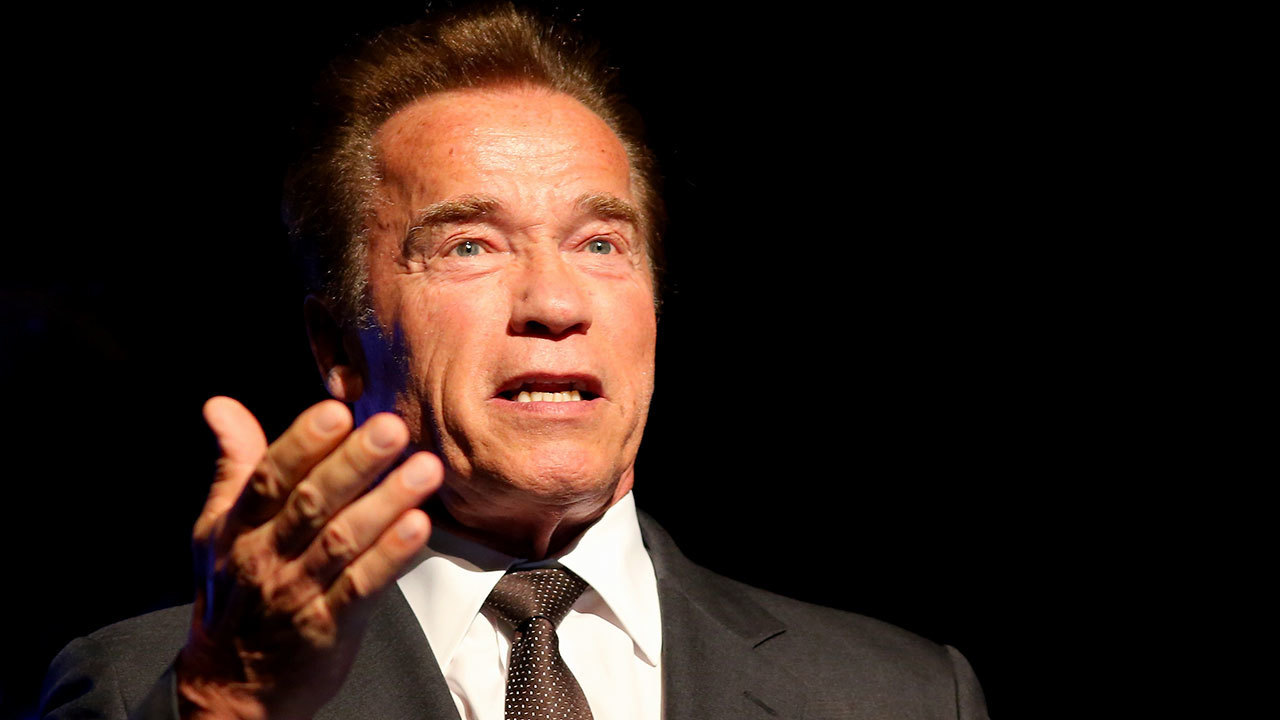 Arnold Schwarzenegger Named 2017 Uh Commencement Speaker