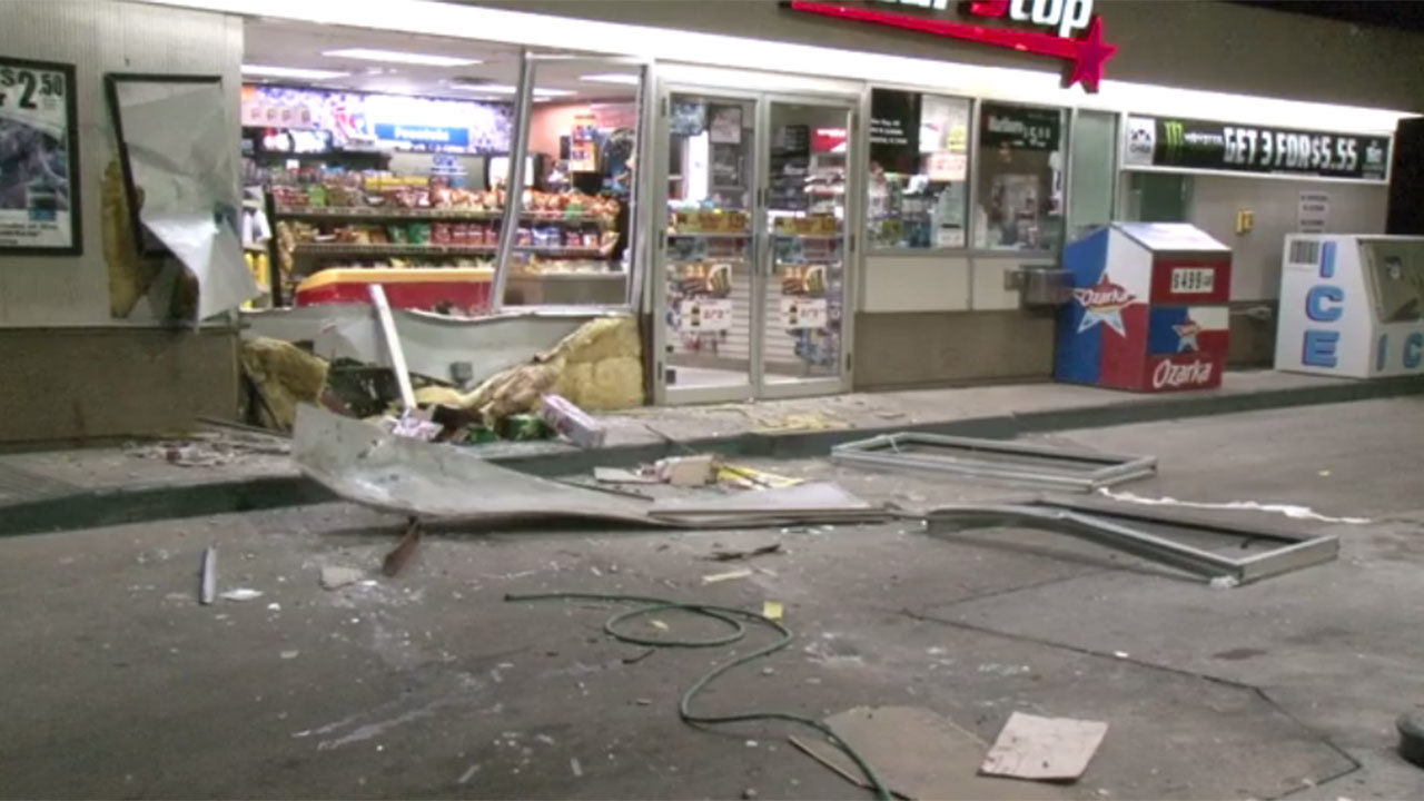 3 Men At Large After Shell Gas Station Smash And Grab