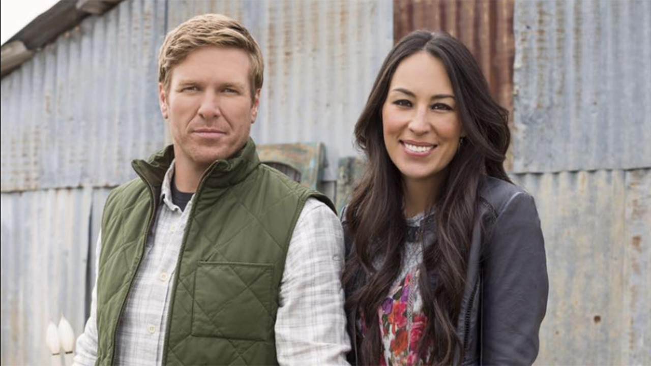 39 fixer upper 39 star chip gaines speaks out about 1m lawsuit. Black Bedroom Furniture Sets. Home Design Ideas