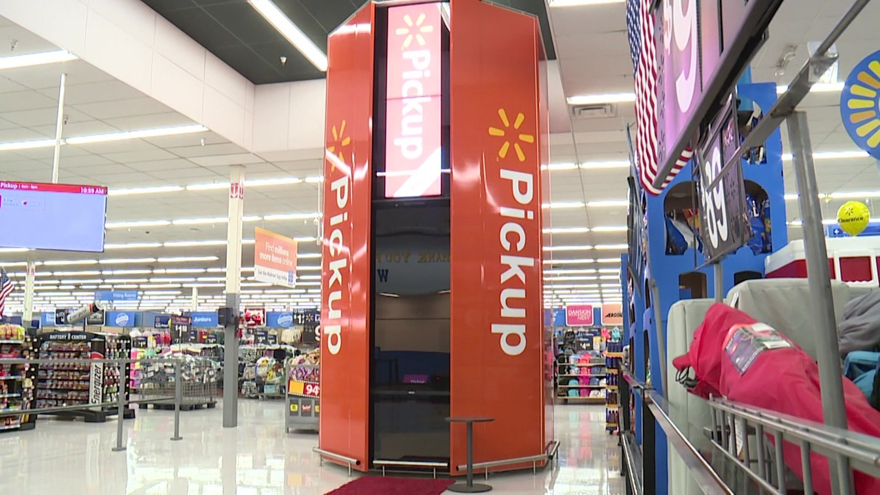 Exclusive look at only Texas WalMart with a pick-up tower