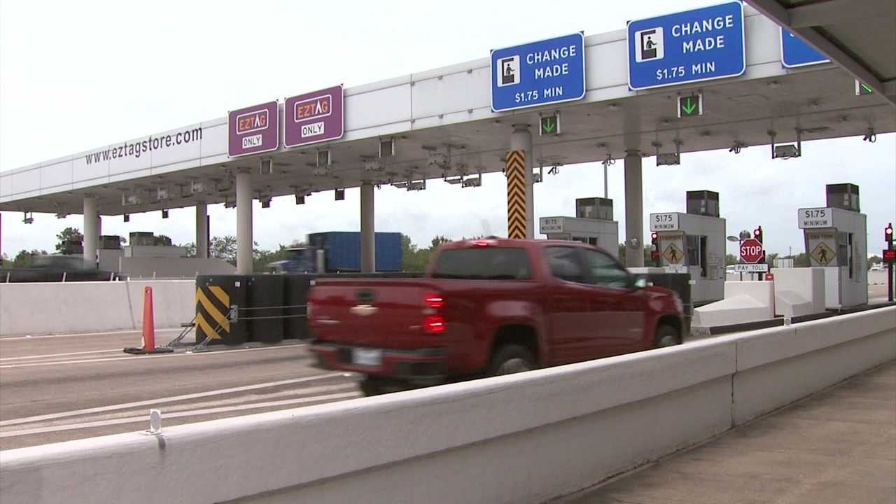 Video thumbnail for Harris County Toll Road Authority faces lawsuit over driver fees