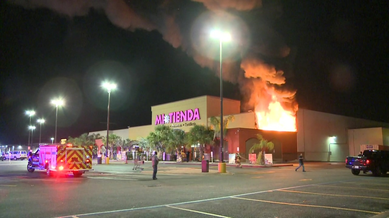 Grocery store damaged by fire in Pasadena