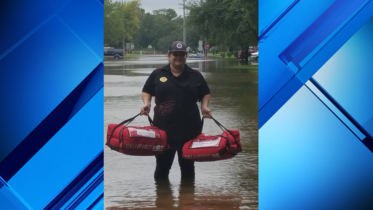 Sugarland Pizza Hut Uses Kayaks To Deliver Pizzas