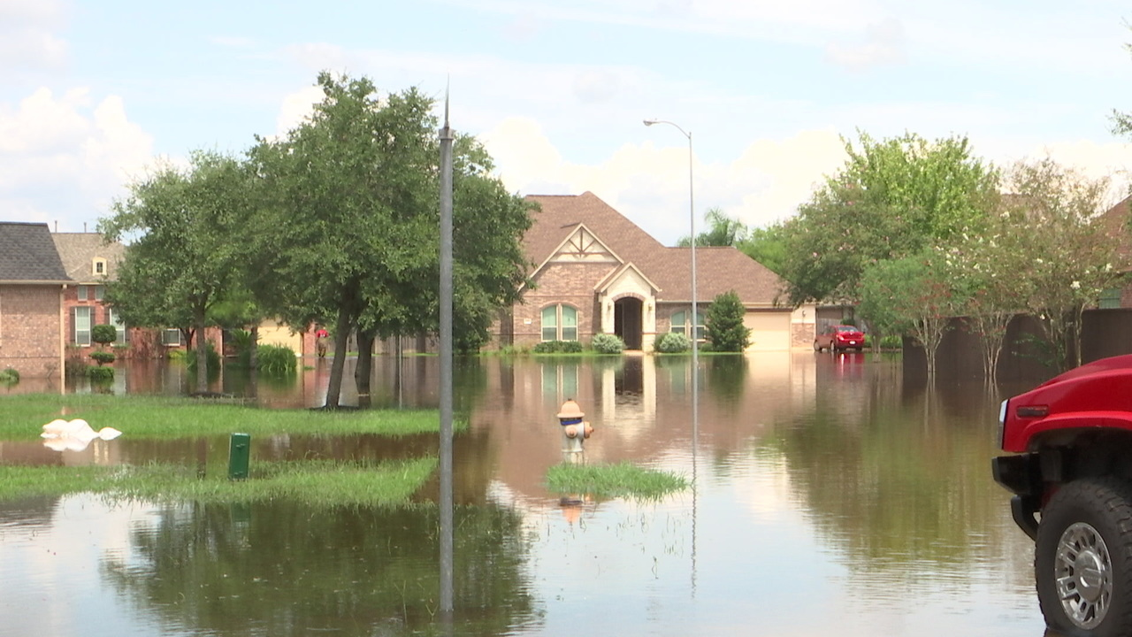 Lake Jackson Subdivision Deals With Flooding From Swollen