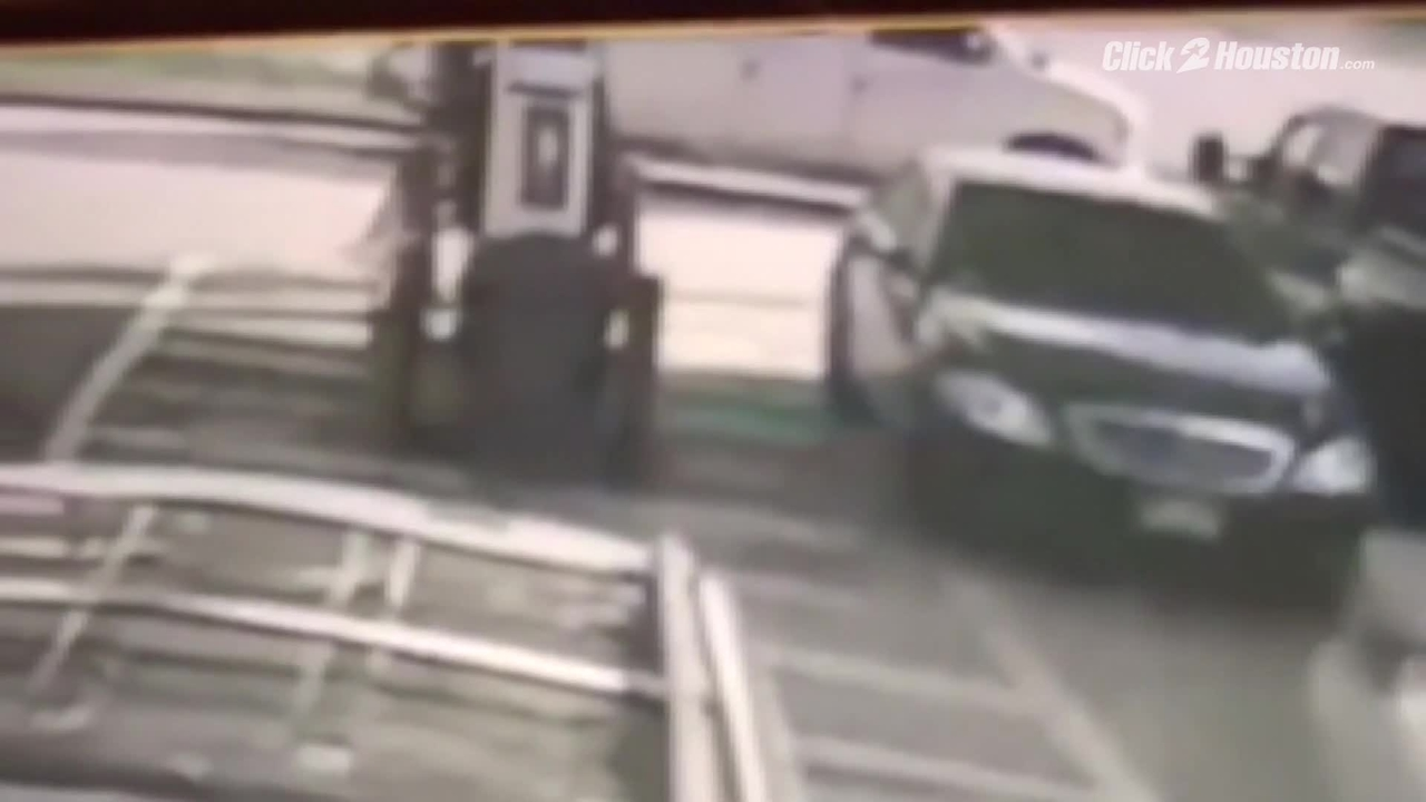 Car Thief Caught On Surveillance Video In Nw Houston