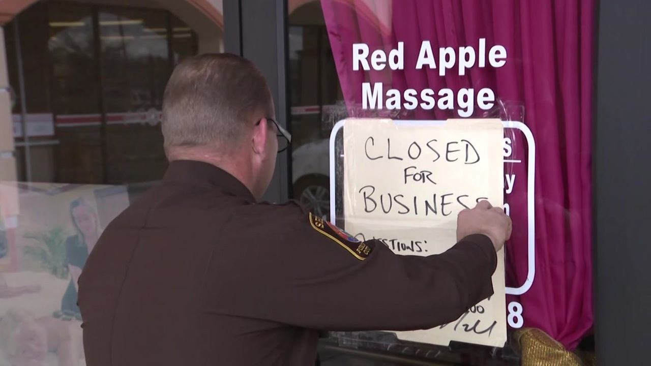 Video thumbnail for Only on 2: Massage parlor bust, 3 arrested