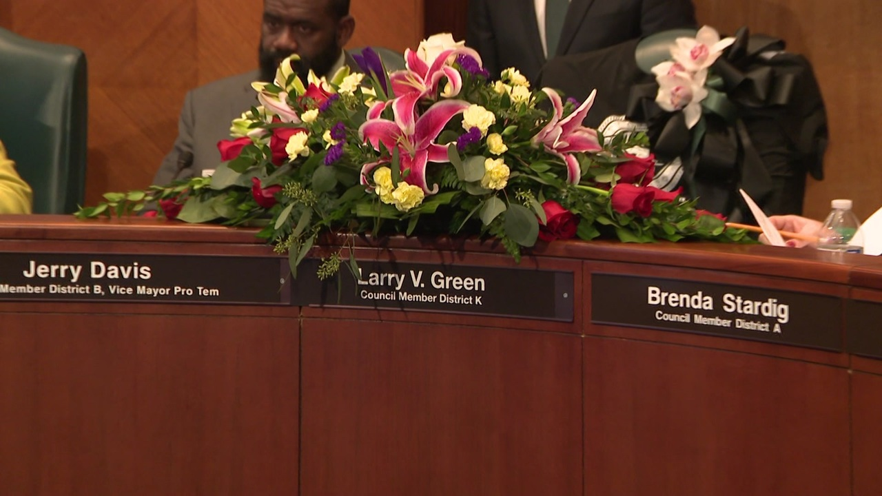Houston council members mourn lay flowers at councilman larry houston council members mourn lay flowers at councilman larry izmirmasajfo