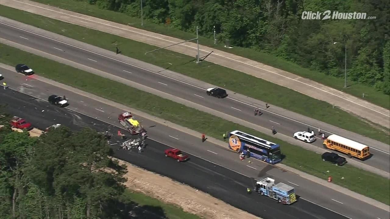2 killed in crash involving Megabus, 3 other vehicles on I-45