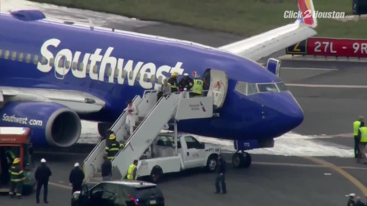 Video from the Southwest Airlines aircraft after the explosion of the engine