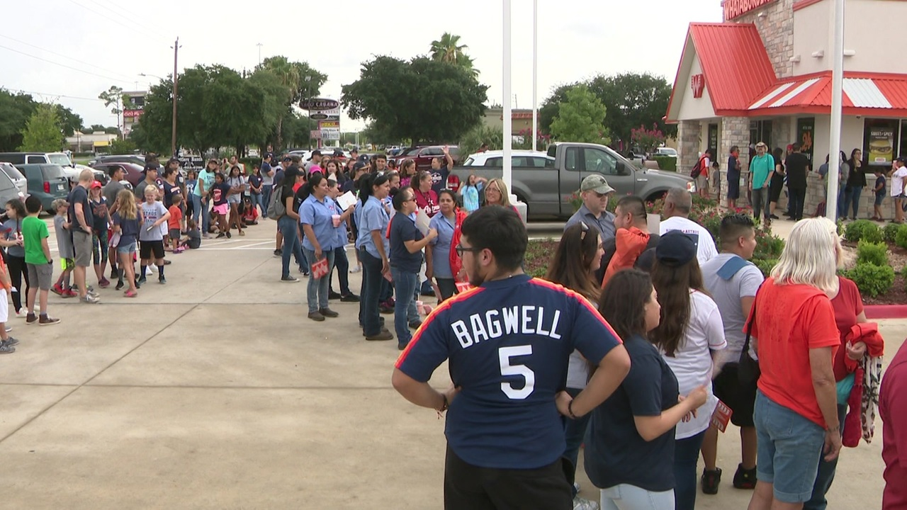c8bf4dd28 Video thumbnail for Fans line up to meet Josh Reddick at Wataburger in  southeast Houston