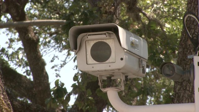 Gov. Greg Abbott signs bill that will ban red light cameras statewide
