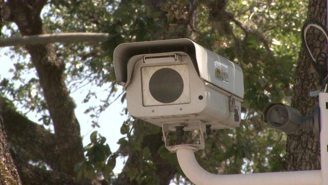 Gov. Greg Abbott signs bill that will ban red light cameras statewide