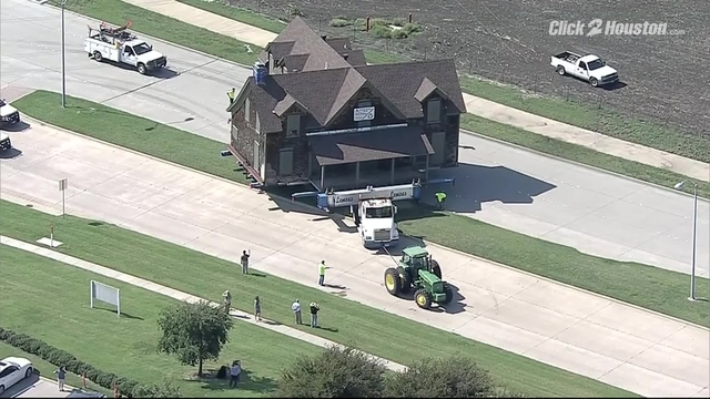 Texas Sized House Moved In Traffic