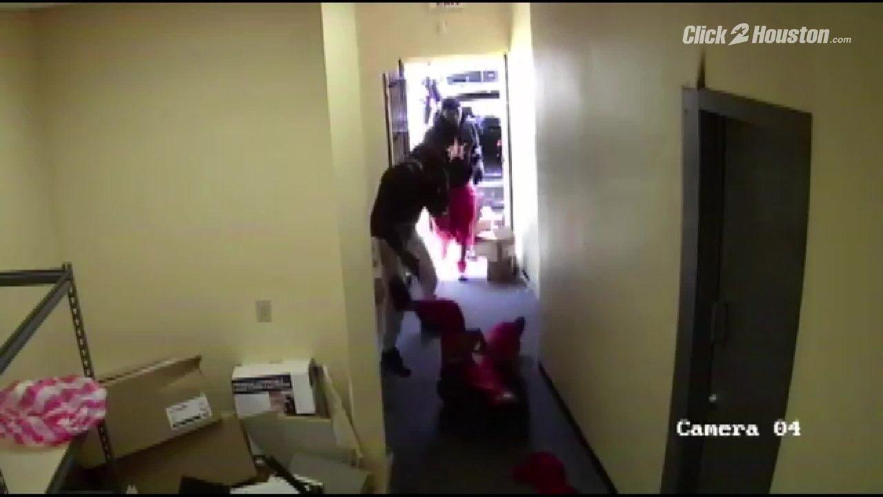 6 armed men involved in violent pharmacy robbery in SE...