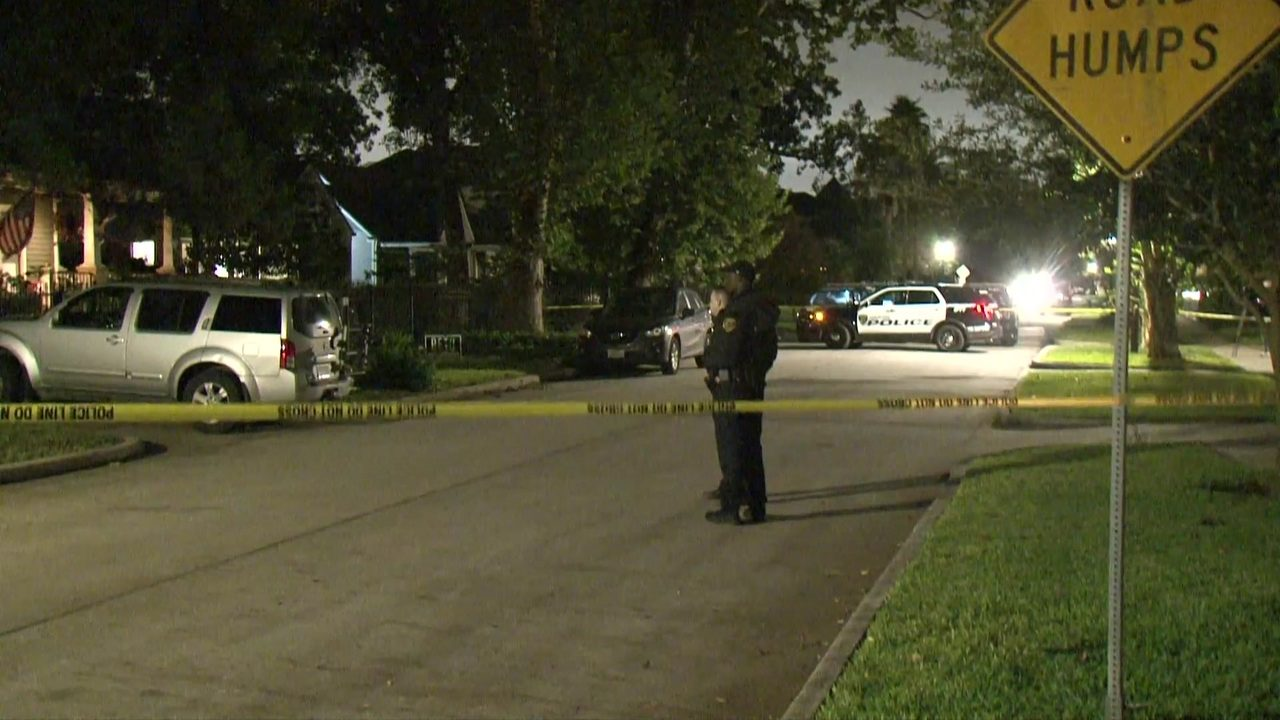 Man shot in Houston Heights area while walking dog