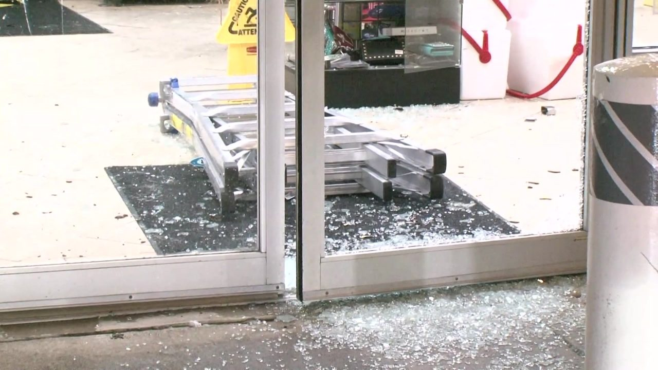 Shoplifter Beats Clerk With Fire Extinguisher Before