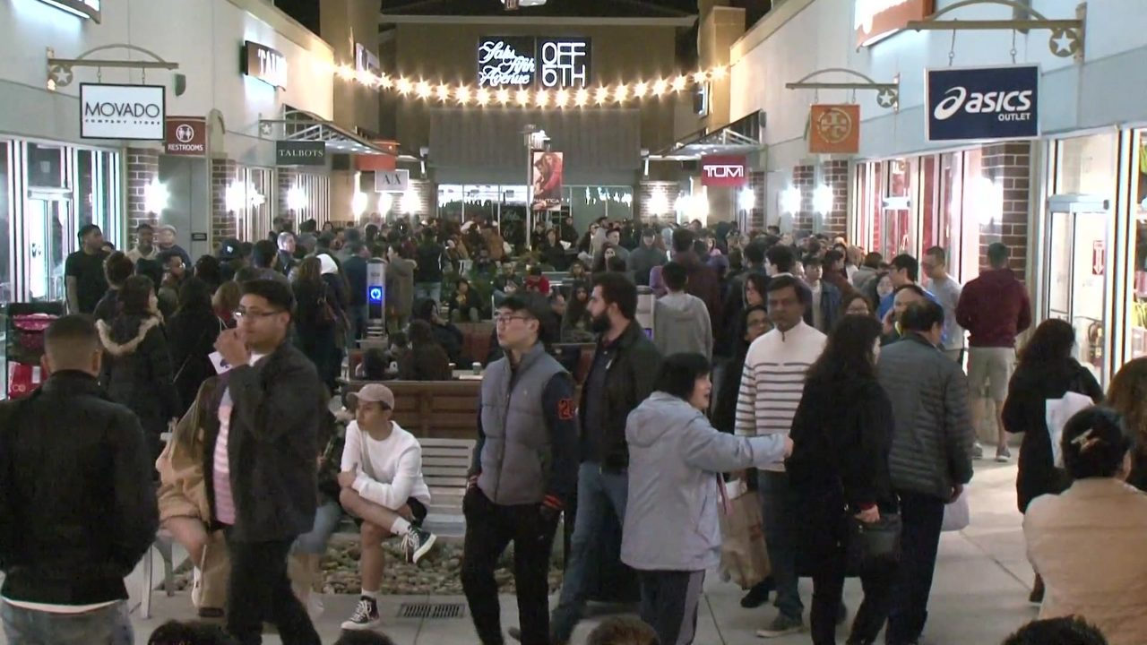 94ade4bfea6a Black Friday frenzy across Houston as shoppers seek out deals