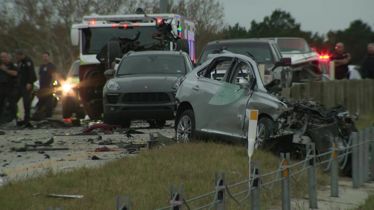 2 killed in multivehicle crash on Grand Parkway near FM 2920