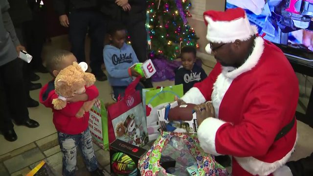 Harris County Sheriff S Office Delivers Christmas Gifts To Family