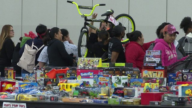 toys for tots brightens holiday for 20 000 children in houston