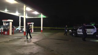2 shot outside northwest Houston gas station, 1 dies, police say