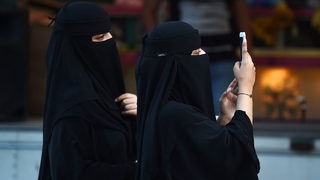 Apple and Google urged to remove Saudi app that tracks women