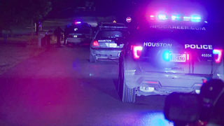 Rooftop gunman shoots 4 people, kills 2 in east Houston