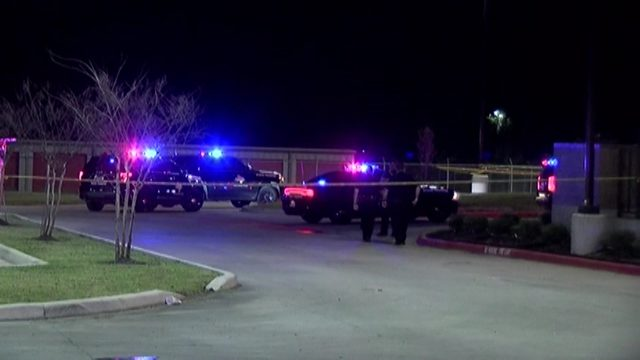Suspect injured after shooting at DPS trooper behind restaurant in&hellip&#x3b;