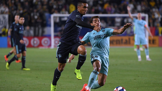 Polenta's header gives Galaxy 2-1 win over Dynamo