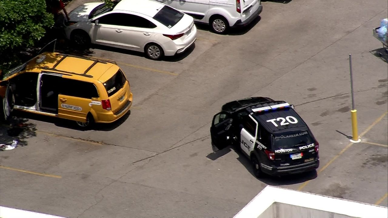 online store 17dc2 fddd4 Person shot in Yellow Cab outside Kroger in Montrose