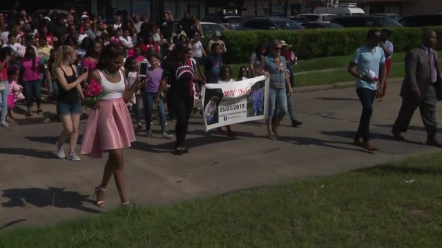 Hundreds of community members gather to honor Maleah Davis on Mother's Day