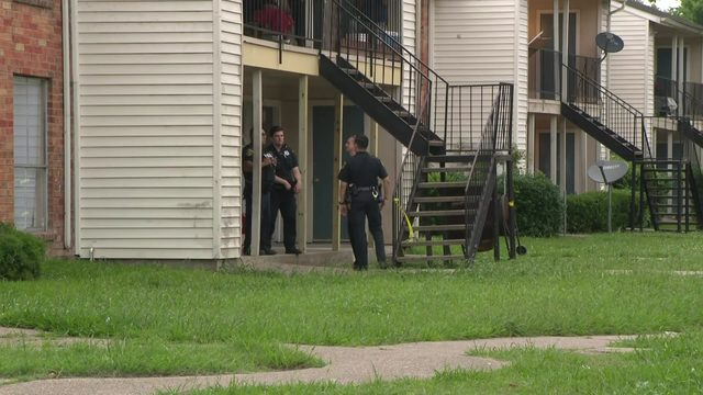 Husband, wife dead in apparent murder-suicide in east Houston, HPD says