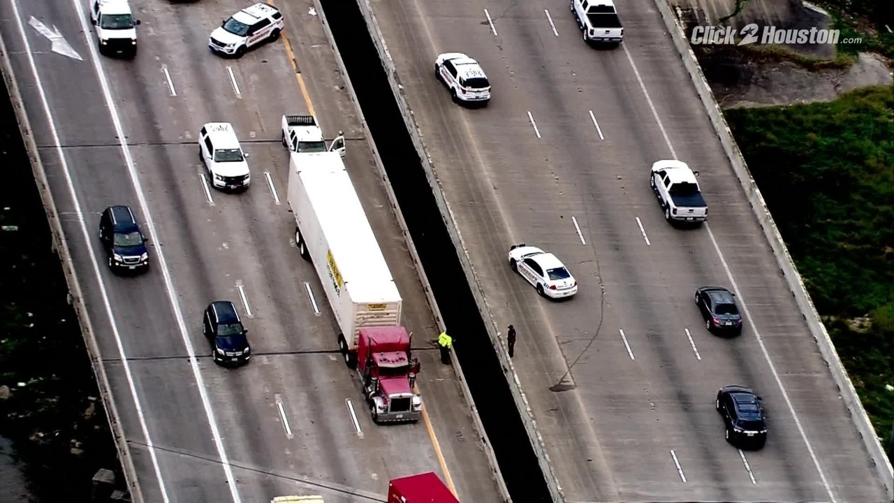 Sky2 flies over scene of fatal crash on East Freeway