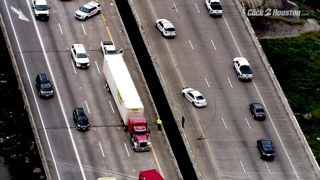 Sky2 flies over scene of fatal crash on East Freeway